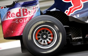 David Coulthard's brakes glow red, China, 2008